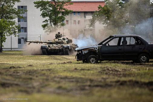 T-72_char_Hongrie_A102_demonstration