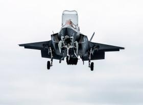 F-35B_UK_atterisage_Queen_Elisabeth_A100B