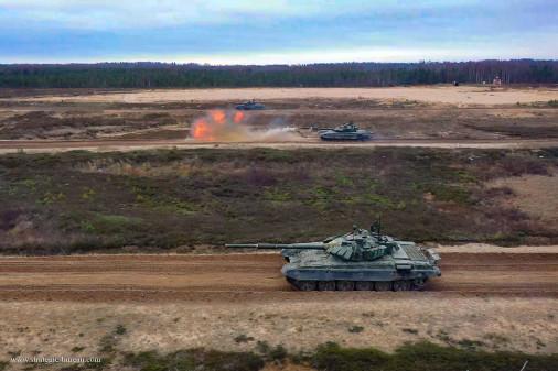 T-72BM_char_Russie_A203_tir_peloton