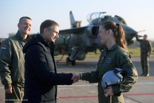 Orao_avion_Serbie_A103_femme_pilote