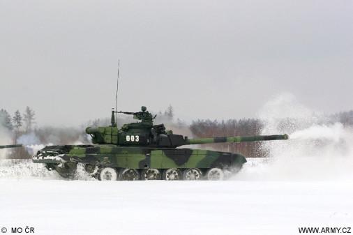 T-72M4CZ_char_Tcheque_A203_tir_hiver