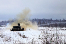 T-72_char_Bielirussie_A100A_tir_hiver