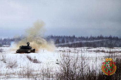 T-72_char_Bielirussie_A103_tir_hiver