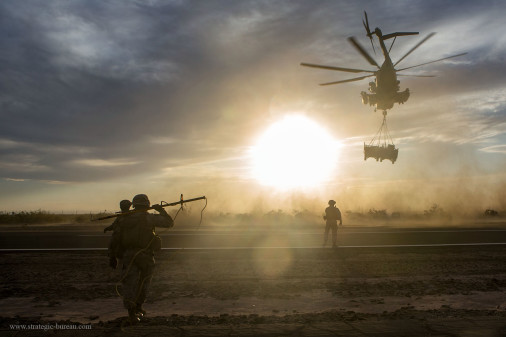 CH-53_Stallion_transport_HMMVW_A101