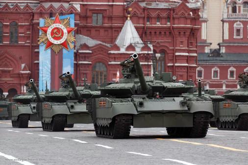 Defilé_9mai2021_Russie_A107_T-80BVM