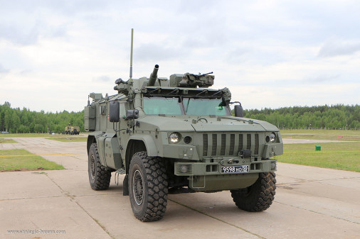 Artillerie_russe_A103_2S41_Drok_Typhoon